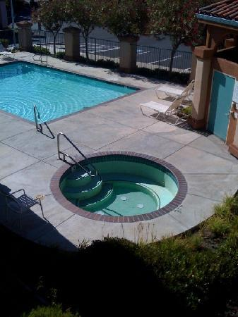 Comfort Inn Livermore: Hot Tub No Longer Working and Pool with Holes