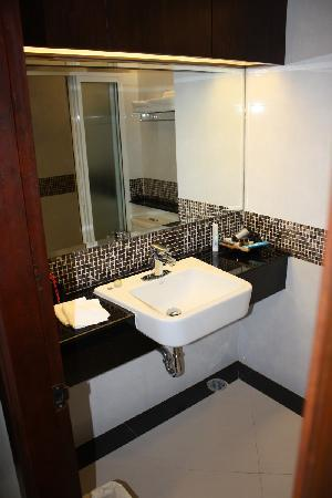 August Suites: Badezimmer, Waschbecken