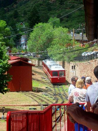 Manitou Springs, CO: Cog train coming into the station