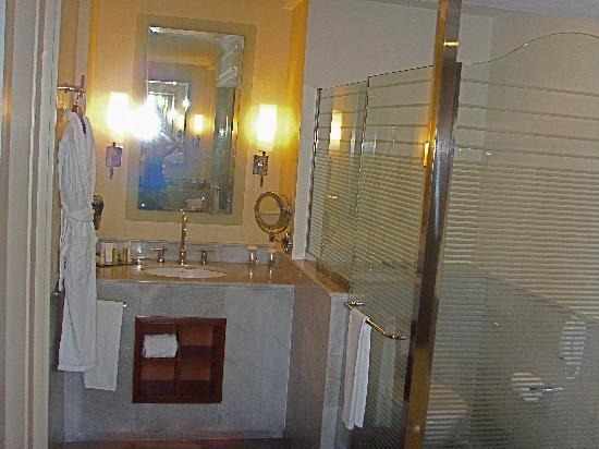 Iberostar Grand Hotel Rose Hall: bathroom!