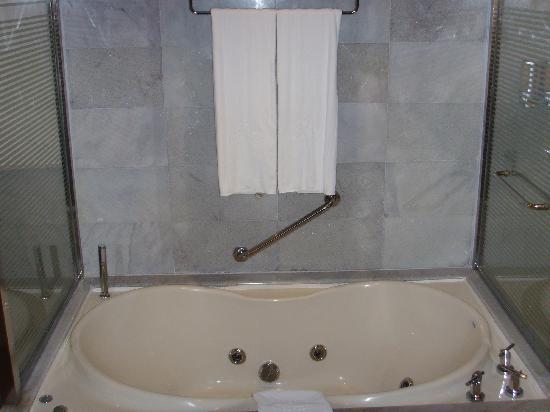 Iberostar Grand Hotel Rose Hall: bathroom