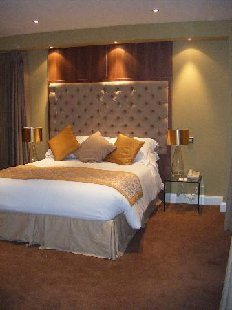 Grand Canal Hotel: another view of the comfy bed