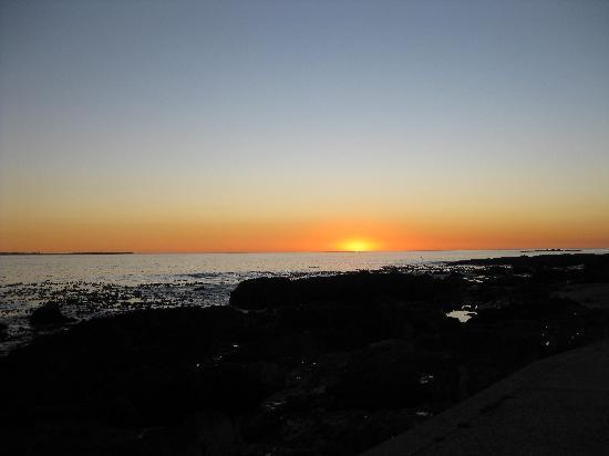 Bloubergstrand Sunset Lodge: sunset on beach nearby