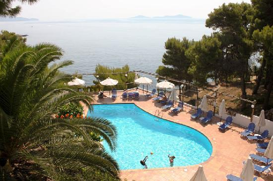 Paradise Hotel - Alonissos: Pool view from our room