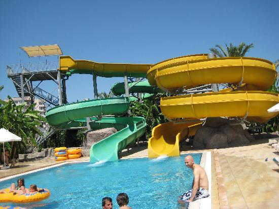Royal Wings Hotel: Waterpark slide area