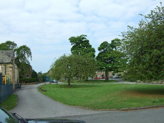 Holly Cottage B&B: Pilsley village green