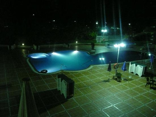 California Palace: Pool area at night