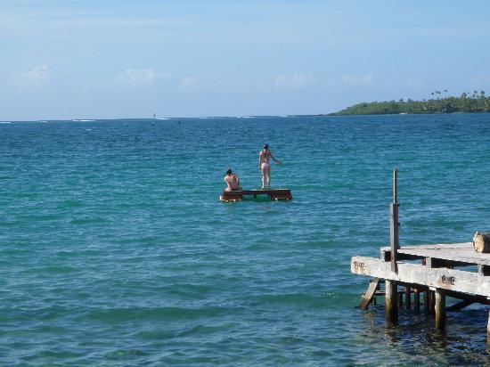 Va-i-Moana Seaside Lodge: Girls on raft