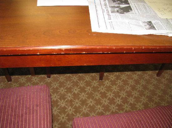 Grand Atlantic Ocean Resort: Another damaged table