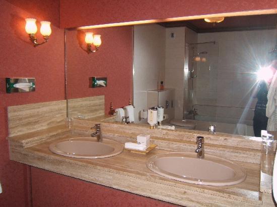 Hostellerie La Cheneaudiere - Relais & Chateaux: salle de bain