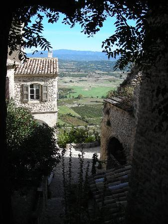 Le Mas au Portail Bleu: View from nearby village of Gordes