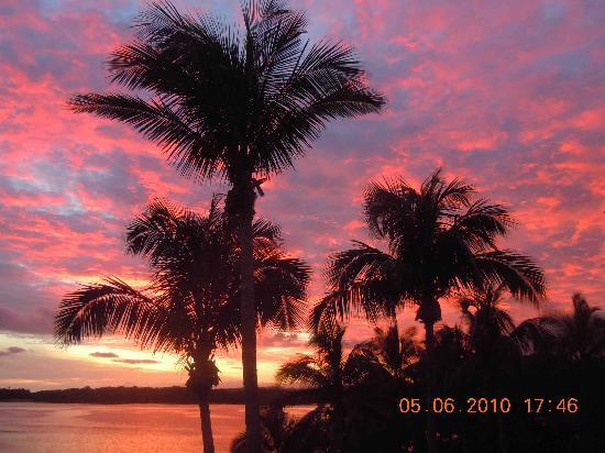 Shangri-La's Fijian Resort & Spa: Sunset view from our balcony