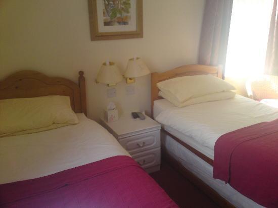 Highgrove Guest House: Twin En-Suite Room