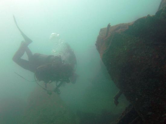 Rainbow Divers-Hoi An : Wreck in Cham Island
