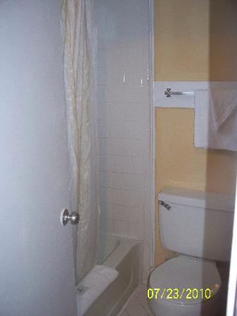 Hurl Rock Motel: bathroom