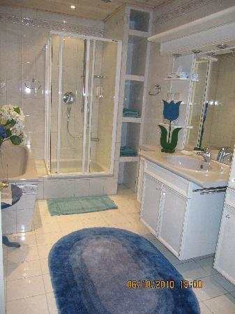 Hotel zur Post garni : Bathroom en suite