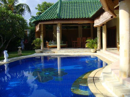 Emerald Villas: private pool inside the villa!