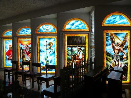 Апиа, Самоа: Ein 'wenig bunt' in der Kath. Kathedrale, Apia