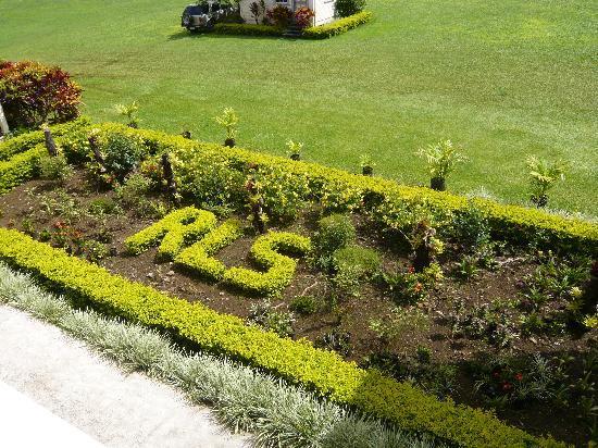 Apia, Samoa: Detail 'RLS' im Garten , die Initialien von Robert Louis Stevenson
