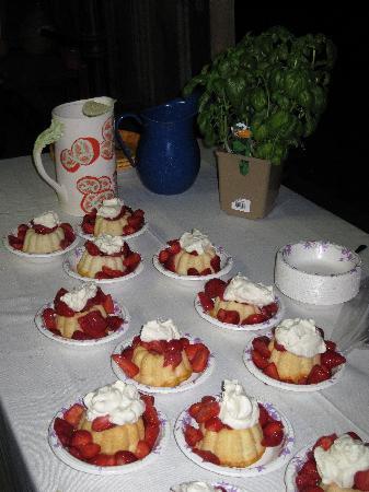 Relais du Soleil: Fresh strawberry shortcake, yum!