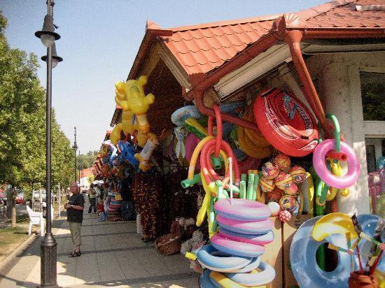 Heviz, Hungary: Alles was man zum Baden im Thermalsee benötigt