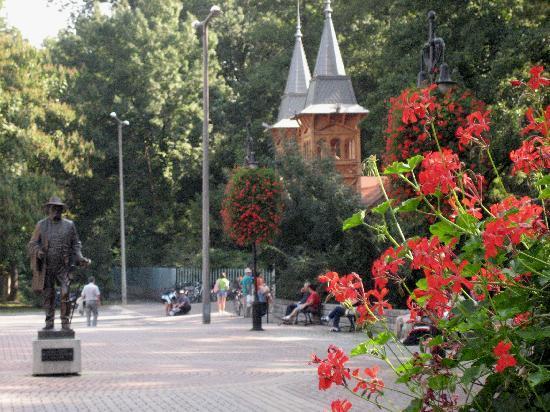 Heviz, Ungarn: Rund um den Thermalsee liegt eine schöne Parkanlage