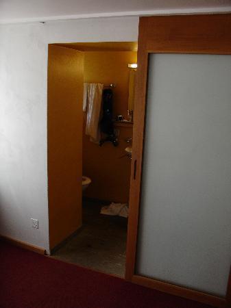 Hotel Alpina Vals: bathroom