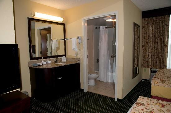 Holiday Inn Express Hotel & Suites South Portland: Separate sink and bathroom