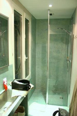 Maison de Myon : Salle de bain chambre turquoise