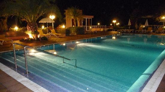 Ocean Gardens: pool at night