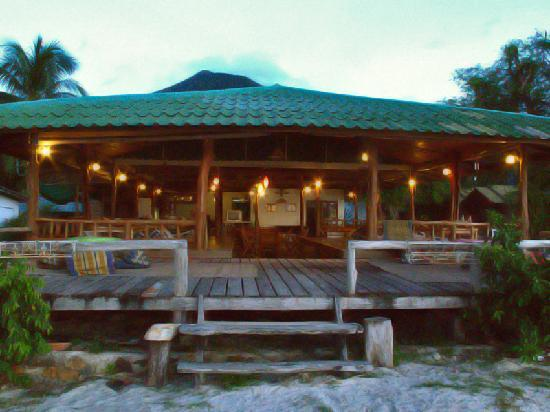 Fanta Bungalows: Own restaurant with traditional Thai food
