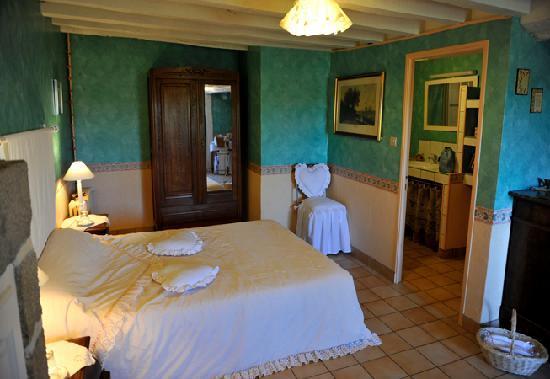 L'Angeviniere - Gites et Chambres D'Hotes : La chambre spacieuse...