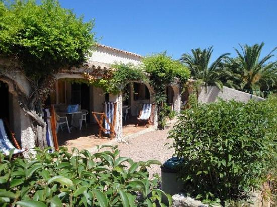 Hotel U Dragulinu: Chambres côté jardins