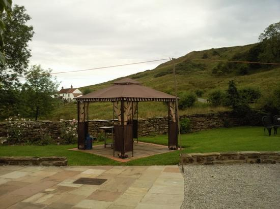 The Old Smithy B&B: our covered barbecue area