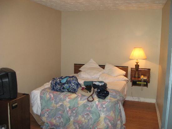 Old Mill Motel : Room inside