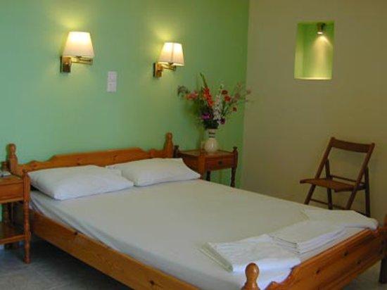 Livadi, Греция: la nostra stanza; la foto nn fa vedere la parte peggiore, ovvero il frigo con la mini piastra so