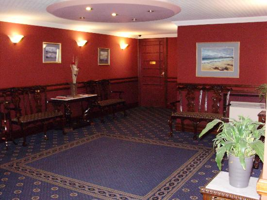 The Orkney Hotel : the front lobby