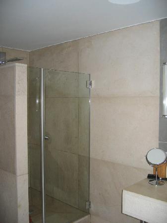 Le Charme Merry : zicht op de verfrissende douche