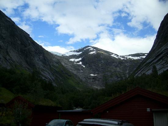 Lunde Turiststasjon: Blick vom Hof auf den Jostedalsbreen-Gletscher