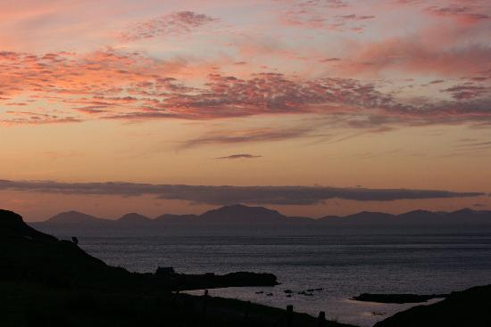 Carters Rest Guesthouse: Sunset on Loch Pooltiel viewed from Carters