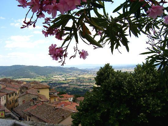 Casa Kita : view from Piazza Garibaldi, Cortona