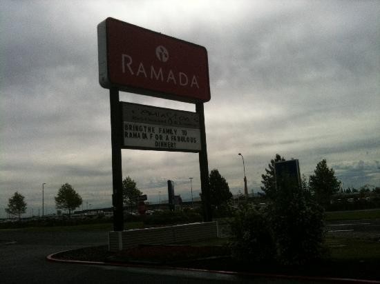 Just 100 Steps From Spokane Airport - Picture Of Ramada At Spokane Airport  Spokane