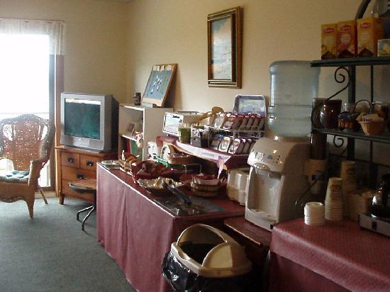 Harbor View Motel And Cottages : Continental breakfast buffet