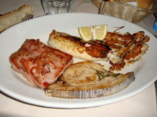 Porto Taverna, Italia: grigliata pesce
