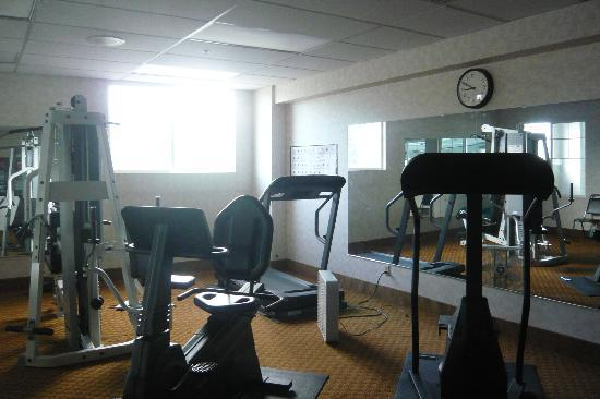 Comfort Inn University District / Downtown: Gym adjacent to pool