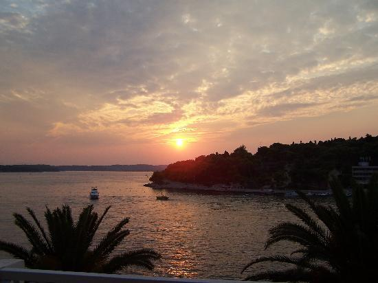 Riva Yacht Harbour Hotel: Sunset From Patio