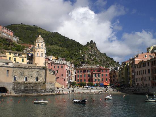 A Ca Da Nonna Di Callo Luca: Vernazza's harbor