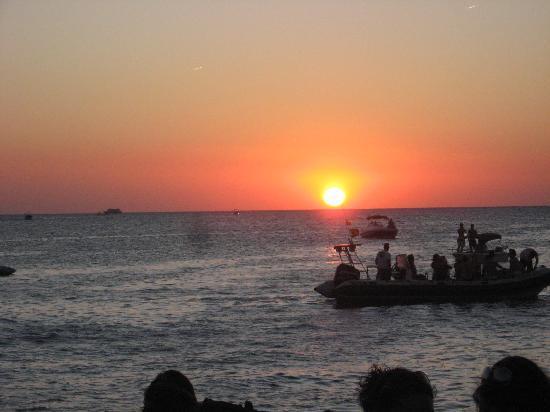 Sirenis Cala Llonga Resort: cafe del mar sunset