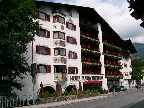 Q! Hotel Maria Theresia: Front of the Hotel