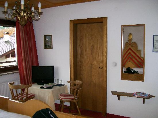 Q! Hotel Maria Theresia: Bedroom outlook